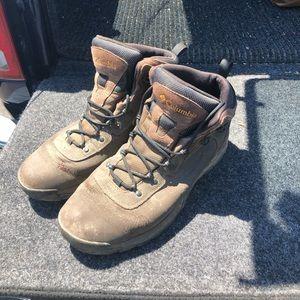 Columbia brand Men's hiking boots sz 13